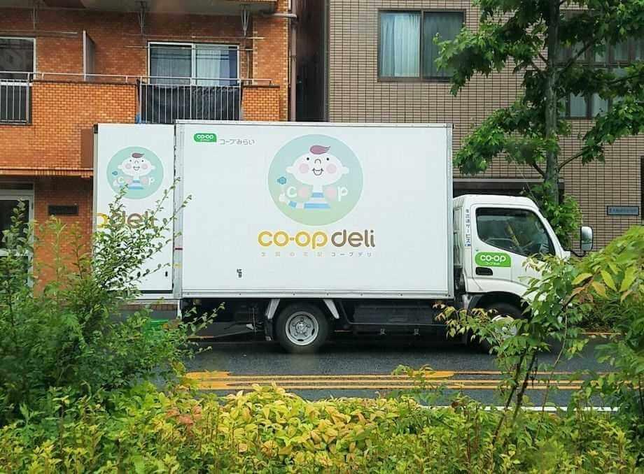 高齢者向け宅配弁当人気ランキング・コープの冷凍弁当・コープデリの配達トラック
