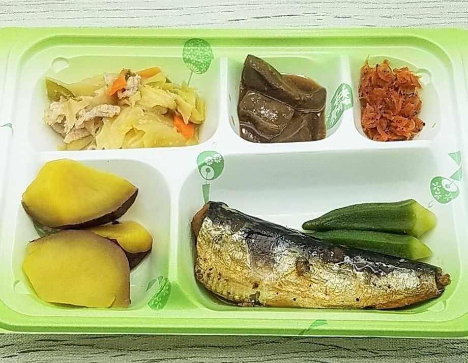 高齢者向け宅配弁当人気ランキング・5位宅配クック123・普通食「いわし紀州煮と肉入り野菜炒め」