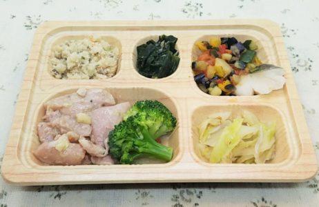 食宅便の低糖質セレクト「鶏肉のレモンペッパー焼きと鱈のトマト煮」エネルギー232kcal 糖質6.0g