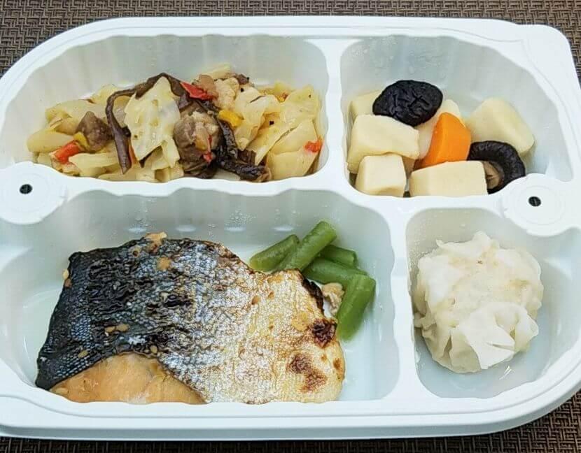 安い宅配弁当ランキング・2位「まごころケア食」鮭のごま風味弁当