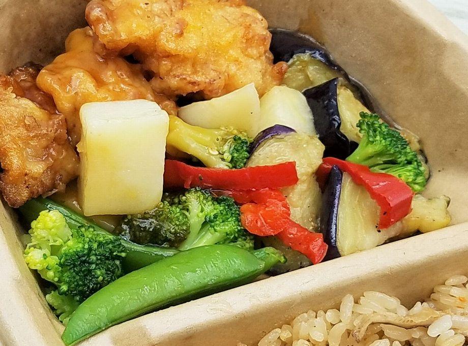 オーマイ・よくばり御膳「五目ご飯と鶏と野菜の黒酢あん」