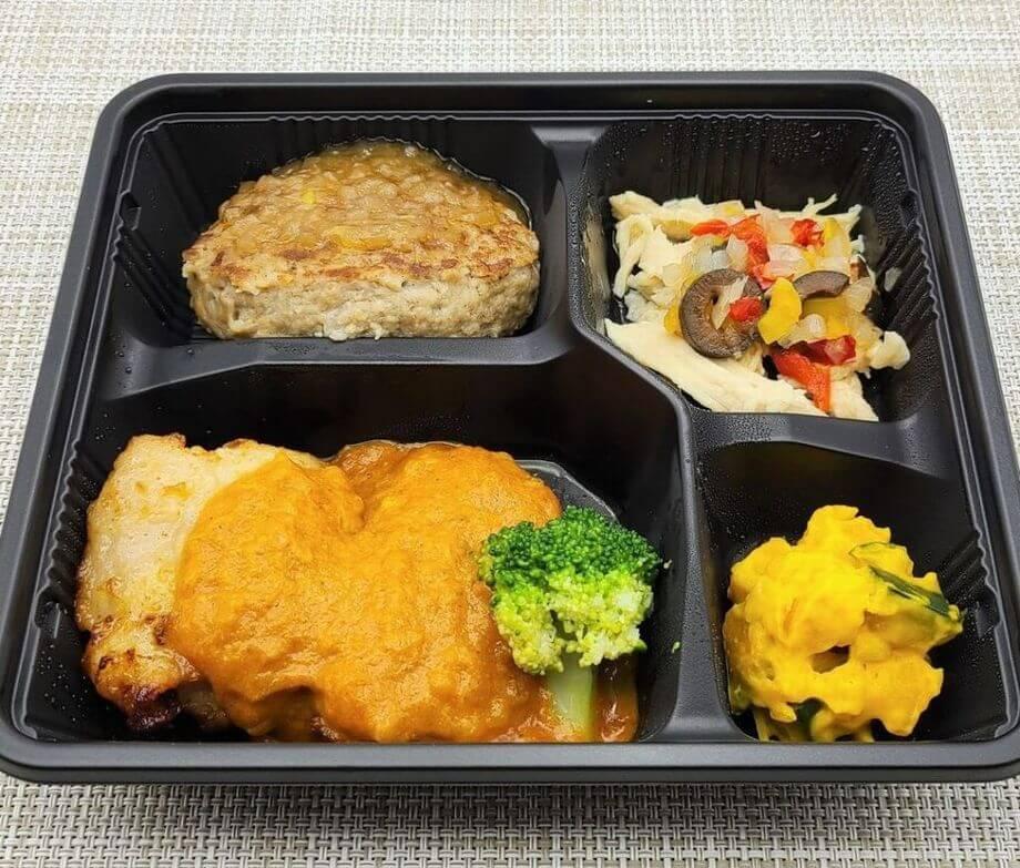 美味しい宅配弁当5選・ニチレイ・パワーデリ「バターチキンカレー&オニオンソースハンバーグプレート」